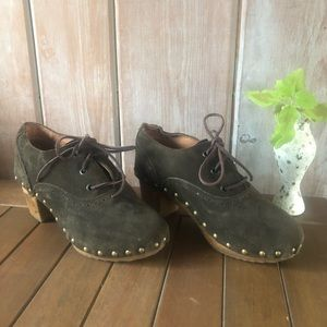Vintage Looking Lace-up Suede clog shoes.
